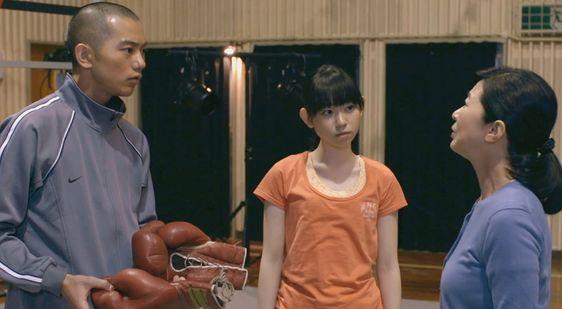 オレンジTシャツの柴田杏花