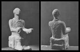 Iهبل  كان يصور على شكل إنسان، عبدته قبيلة قريش بمكة، وهو المسؤول عن الوحي في المعتقدات العربية القديمة، ويرجح أن عبادته أتت من الأنباط.