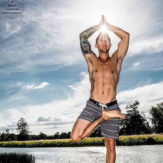 """Yoga Inspiration på Instagram: """"☀️ @dylanwerneryoga"""""""