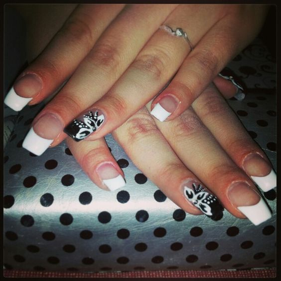 Flower black and white nails