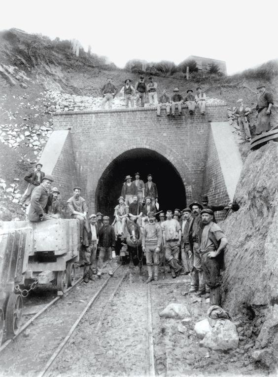 Archives de la Ville de Montréal - Tunnel sous le mont Royal, 1912-1916.