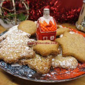Sablés de Noël à la cannelle...  Je suis Lorraine et chez nous, comme en Alsace, il y a plein de petites douceurs qui accompagnent la période de l'avent :) Voilà des petits sablés à la cannelle, très simple et rapide à réaliser  mais aussi  tellement bons à regarder et à grignoter :) #Recette, #Sablés, #Noël, #Cannelle, #Alsace, #Lorraine