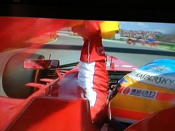 Fernando Alonso paseando la bandera de ESPAÑA por todo el circuito de Cataluña.PERO QUE GRANDE.   12-05-2013