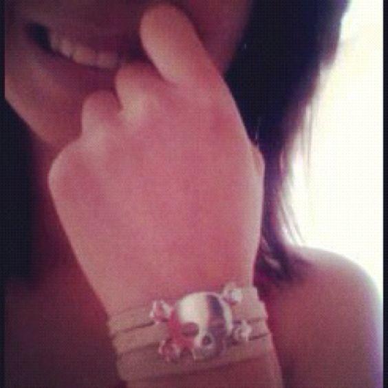 @paasokitah com pulseira - cor de ideia #cordeideia #pulseirismo #caveirismo