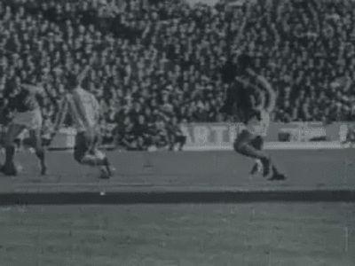 """Depois do Mundial de 1966 havia que recuperar o título de campeão nacional. E assim foi em 1966/67. O primeiro título do """"Terceiro Tri"""", segundo de Eusébio. Acaba a temporada com 56 golos em 49 jogos."""