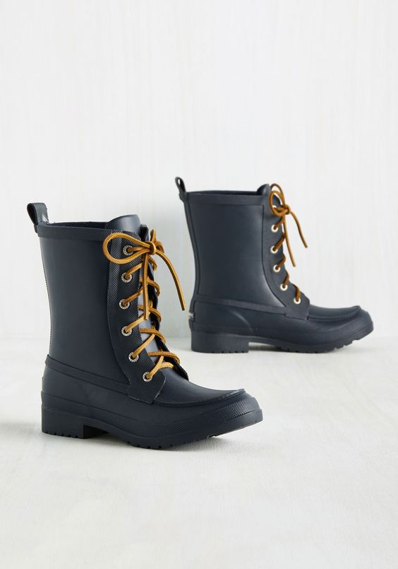 In the Same Weather Vane Rain Boot. No matter which way the wind blows, youll be prepared in these navy blue rain boots fron Sperry. #blue #modcloth