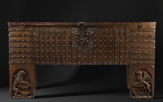 medieval chest - Cerca con Google