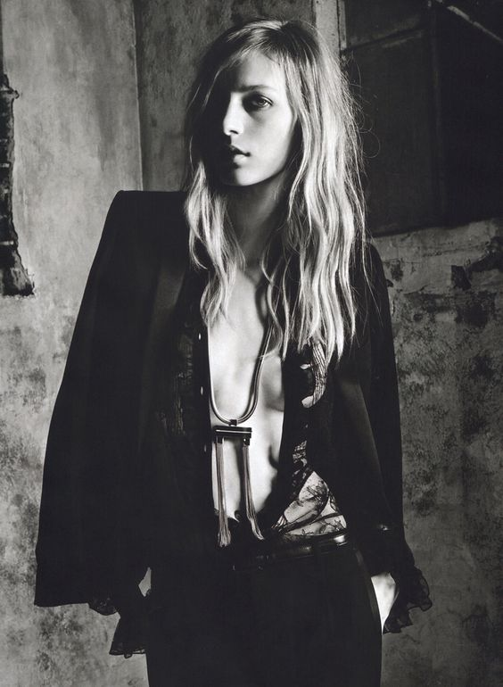 Julia Nobis Saint Laurent
