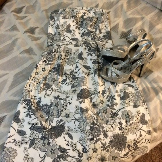 Floral a-line dress Prefect condition. Never altered. Old Navy Dresses Strapless