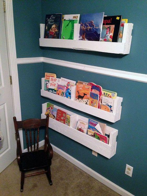 Pallet bookshelves diy pallet and bookshelves on pinterest for Diy shelves pinterest