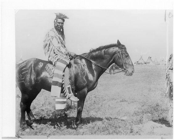 Верхом на военной лошади, Сиксика. 1896 год.