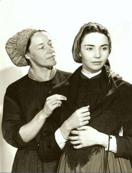 Jennifer Jones and Anne Revere in The Song of Bernadette (1943 ...
