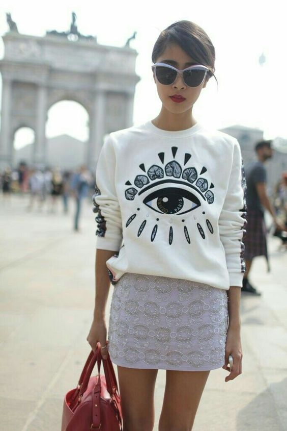 outfits blanco suéter con ojo