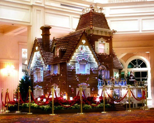 Life Size Gingerbread House At Disney S Grand Floridian