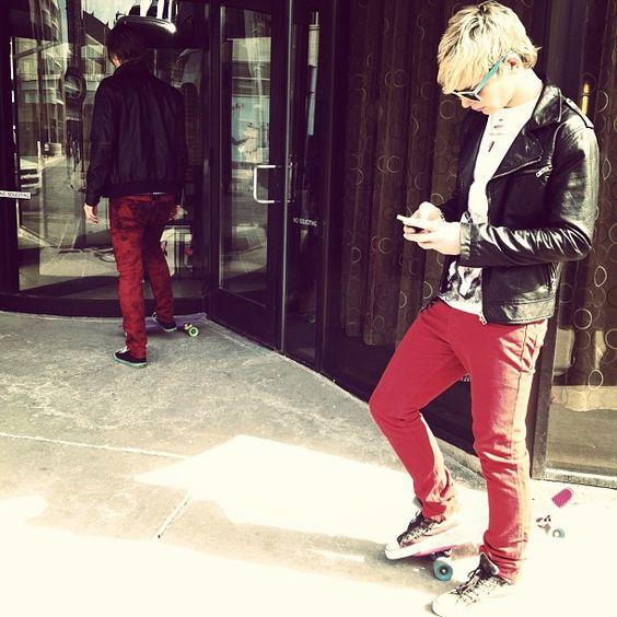 Ross Lynch rockin' those red pants ! [;
