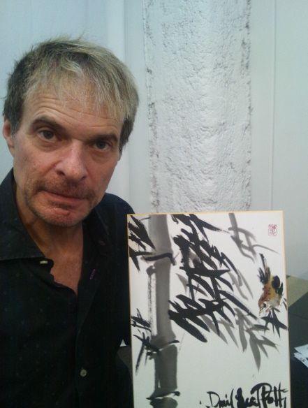 実は2012年の5月から日本に住んでいるという水墨画を楽しむダイヤモンド・デイヴ様♪    もう顔つきも段々日本人っぽくなってるやんw In fact, David Lee Roth who lives in Japan from May, 2012 enjoyed the drawing in India ink.
