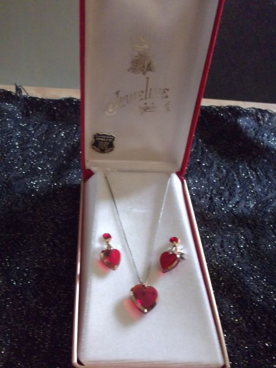 """On sale & FREE shipping!Jeweline Originals Plated with """"Formula 21"""" using 14 kt pure gold red Heart-shaped necklace and matching earrings by TerishasTreasures on Etsy"""