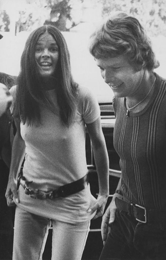 Ali MacGraw and Ryan O'NealPhotography by Ron Galella