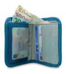 Keep your documents safe while traveling with the RFIDtec 50 RFID-blocking compact bi-fold wallet.