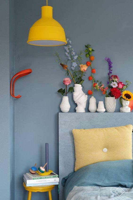 geel en grijsblauw