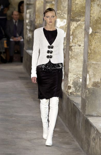 Chanel at Couture Fall 2003 - Runway Photos