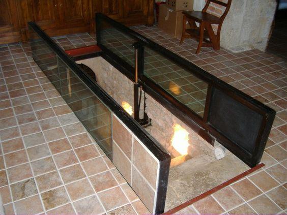 trappe vitr e d 39 acc s une cave avec v rins pneumatiques. Black Bedroom Furniture Sets. Home Design Ideas