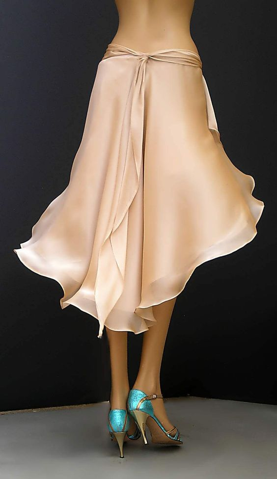 Belled skirt, looks nice and flowy. Chiffon over a lining, perfect for tango.