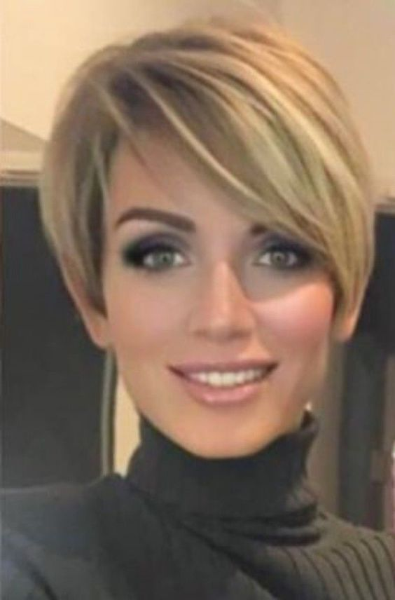 Bem Na Foto Look 2019 Com Cabelo Curto In 2020 Short Hair Haircuts Thick Hair Styles Short Hairstyles For Thick Hair