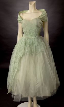 If I were to marry Tim again it would be in this dress! Beautiful.