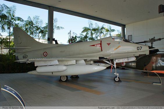A-4S: 50 A-4Bs re fabricados para la Fuerza Aérea de la República de Singapur.