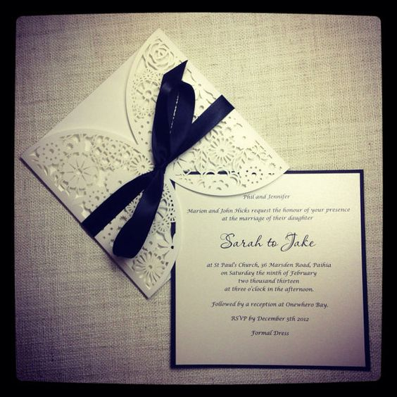 Floral Paper Lace Black and White Wedding di StunningStationery
