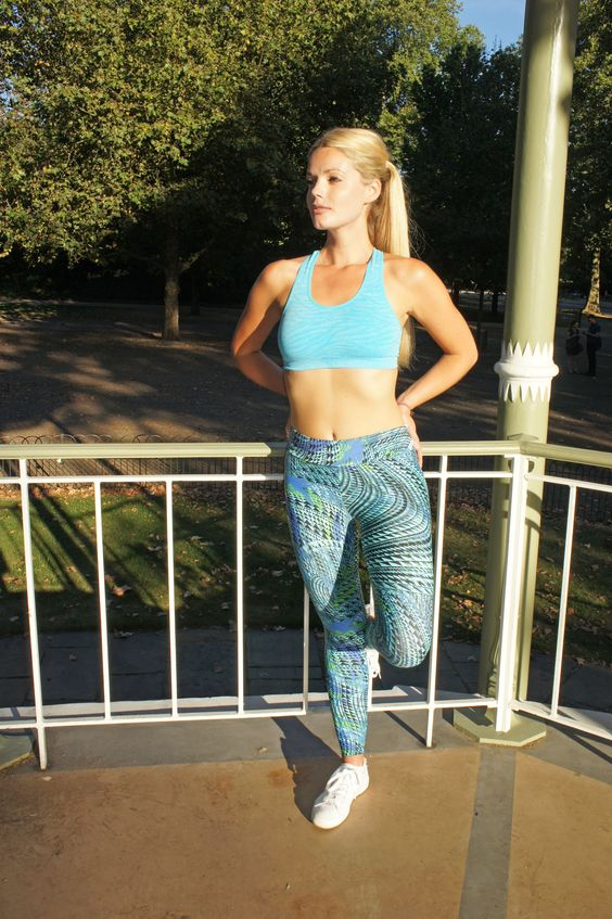 Have a great work out in these blue and green fitness pants. Super comfortable and super stylish.