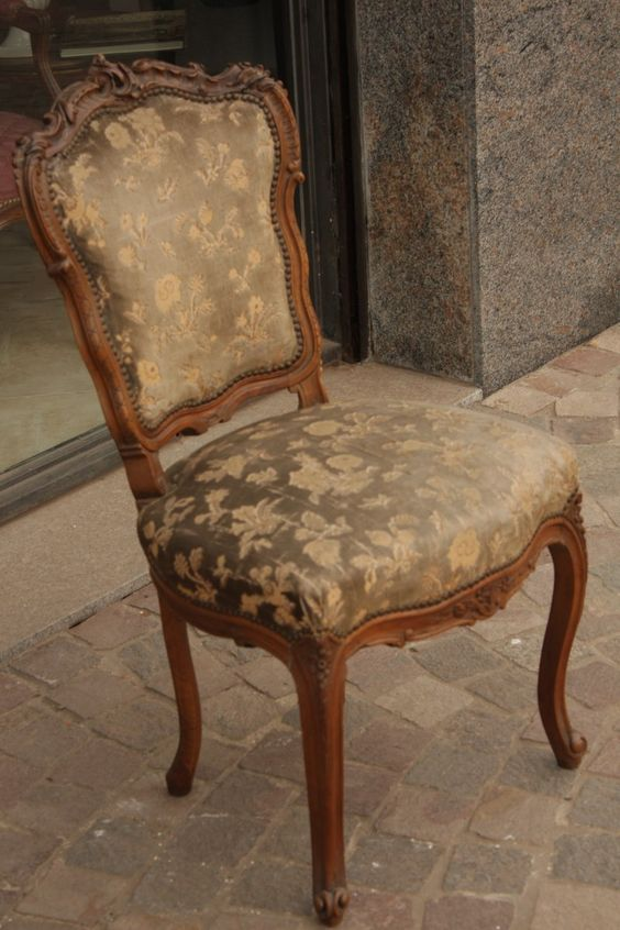 2 sillas antiguas estilo luis xv diferentes sillas for Sillas antiguas tapizadas modernas