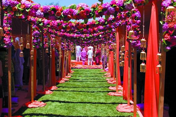 Stunning Ceiling Decor Ideas You Can Steal For Your Wedding!| Outside wedding, different colors | A beautiful splash of pink, violet and coral | Hanging kaleere for wedding decor | floral Decor Ideas | Function Mania | wedding decor ideas