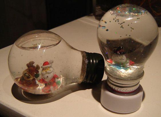 Globo de neve feito em lâmpadas http://ultilidadesfacavocemesmo.blogspot.com.br/2013/02/globos-de-neve-lampadas.html