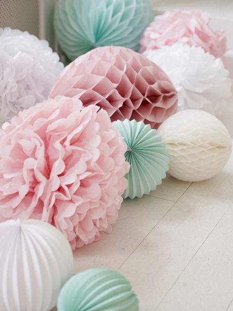 missetoile.dk  Paper decorations - paper flowers, paper bells and paper pom-poms...
