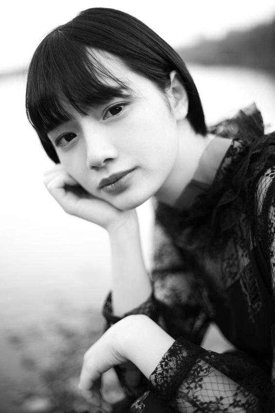 兎遊モノクロのファッショングラビア画像