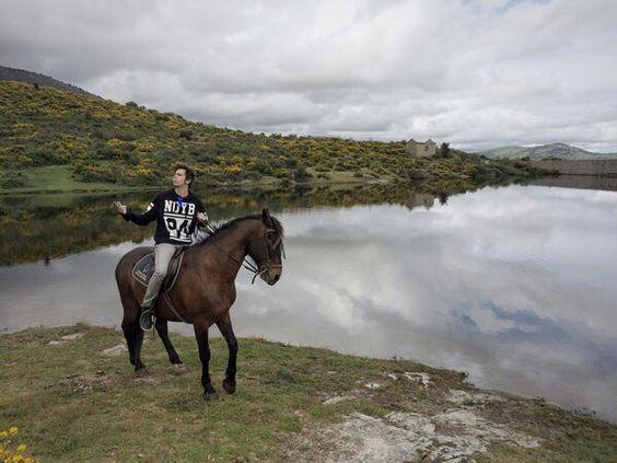 Guapo El montando a caballo Mangel se sentira muy celoso de ese Caballo
