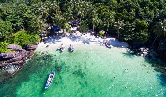 [IMG]Đến với  Hòn Móng Tay bạn sẽ được nhìn thấy bờ cát trắng mịn màng và nước biển xanh màu ngọc. Hãy truy cập vào đây để đặt vé máy đi phú quốc https://aivivu.com/ve-may-bay-di-phu-quoc-bao-nhieu-tien/
