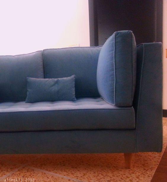 Divano in velluto blu