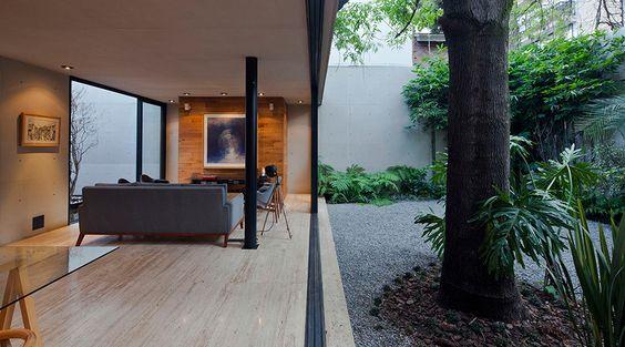 Projeto premiado do Terra e Tuma Arquitetos integra o exterior com o interior da casa