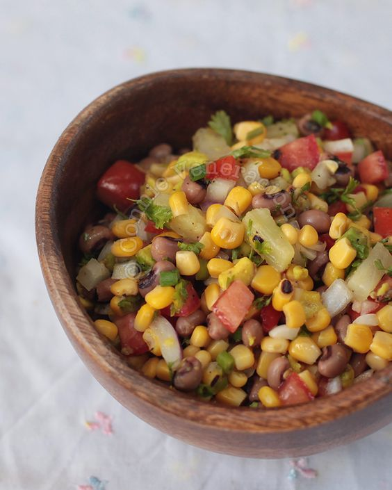 Black-eyed Beans and Corn Salad: Creamy, crunchy, tangy, sweet, hot and herb-y — this vegan black-eyed beans and corn salad has them all.