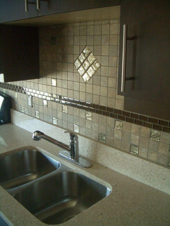 Porcelain tiles forts and granite backsplash on pinterest for Granite backsplash with tile above