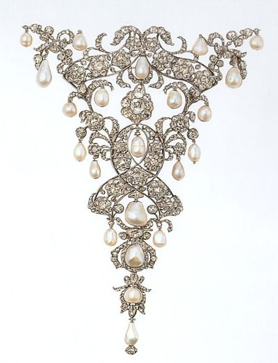 """Devant de corsage"" in diamonds and pearls, German states manufacture,  1710-20, Schatzkammer of the Residenz Museum-Monaco-"