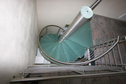 escalera de caracol (estructura metálica y peldaños de vidrio) SCIRIA GLASS Siller Stairs