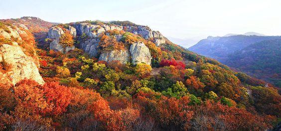 Ngọn núi Naejangsan với sắc thu tràn ngập