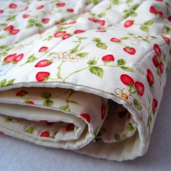 Strawberry blanket aardbeien deken