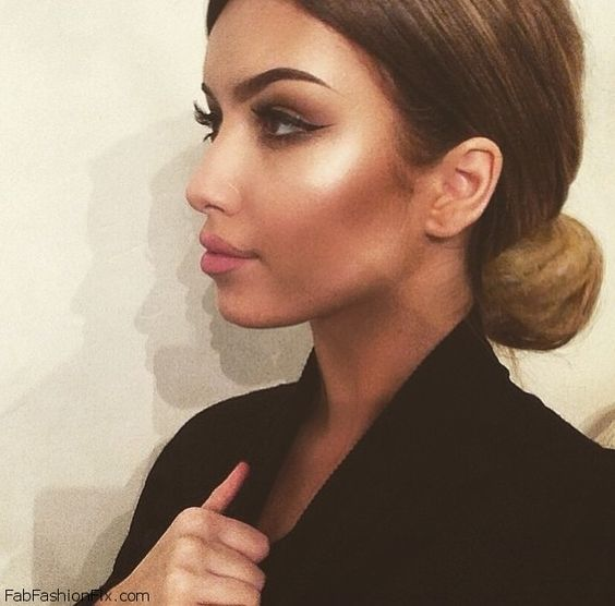 Perfectly contoured and highlighted face with shaped eyebrows, winged eyeliner and soft pink lips. #makeup #contour #highlight