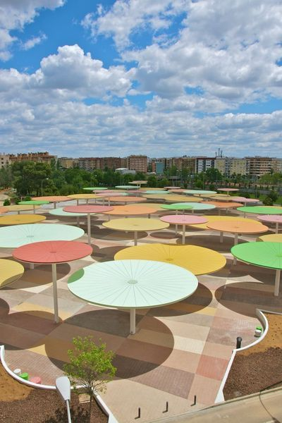 Paredespino /// An Urban Parasol Forest @ Cordova, Espagne The citizens of Cordova, Spain are so lucky to have this cheerful public space. It was just completed last year by Paredespino Architects. The parasols were designed for people to lounge below for shade, or sit upon for sun.