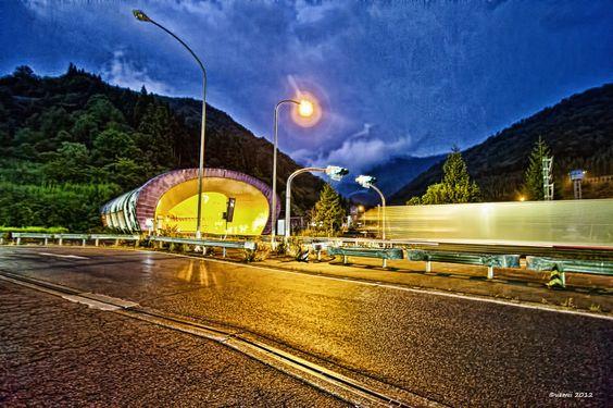 Kan-etsu tunnel by Shin-ichiro Uemura
